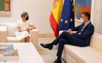 Pedro Sánchez, presidente del Gobierno, junto a Yolanda Díaz, vicepresidenta segunda, en el Palacio de La Moncloa (Foto: Pool Moncloa / Borja Puig de la Bellacasa)