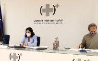 Silvia Calzón, secretaria de Estado de Sanidad; Carolina Darias, ministra de Sanidad  y Fernando Simón, director del CCAES en el Consejo Interterritorial (Foto. Pool Moncloa, Fernando Calvo)