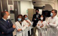 El consejero de Sanidad gallego, durante su visita al Hospital Universitario de Ourense. (Foto. Sergas)
