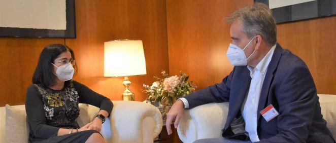 Carolina Darias y Manuel Cascos, durante su reunión (Foto: Ministerio de Sanidad)