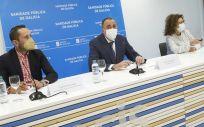 De izq a drcha: Alberto Fuentes, Julio García Comesaña y Carme Durán (Foto: Xunta de Galicia)