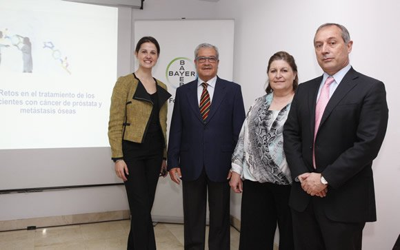 De izq. a drcha.: Carlota Gómez, Dr. Soriano, Begoña Barragán, Dr. Carles