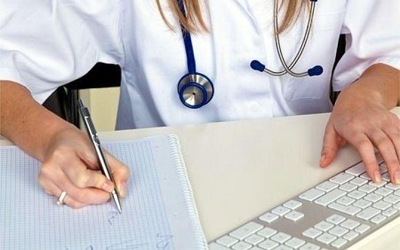 Los médicos se aprietan el cinturón: menos salarios y más coste de vida