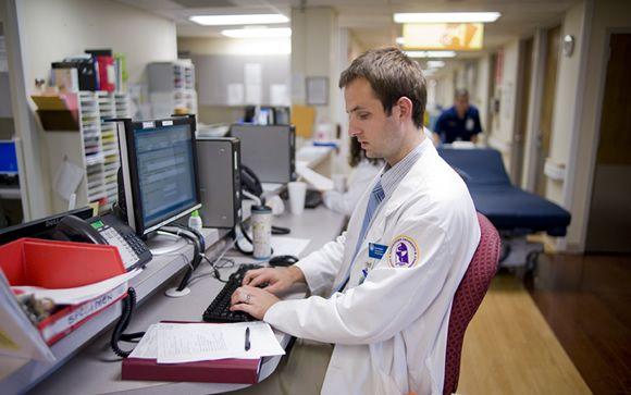 Las ofertas de empleo estable para los médicos españoles llegan del extranjero