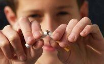 El consumo de tabaco, principal factor de riesgo del cáncer de vejiga.