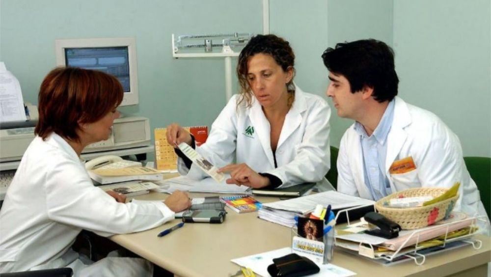 El médico sustituto en verano: joven o extranjero y con contrato precario