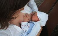 Dar el pecho al bebé reduce el riesgo de esclerosis múltiple