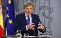 El ministro de Educación, Cultura y Deporte y portavoz del Gobierno, Íñigo Méndez de Vigo, durante la rueda de prensa posterior al Consejo de Ministros. Pool Moncloa/J.M. Cuadrado.
