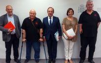 Representantes del Ministerio y del comité sobre la talidomida tras la reunión mantenida el pasado 26 de julio