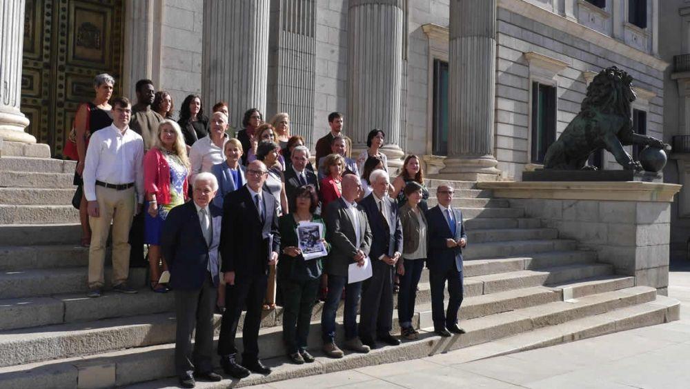 """Frente común de oposición y sociedad civil por un pacto para un SNS """"público y universal"""""""
