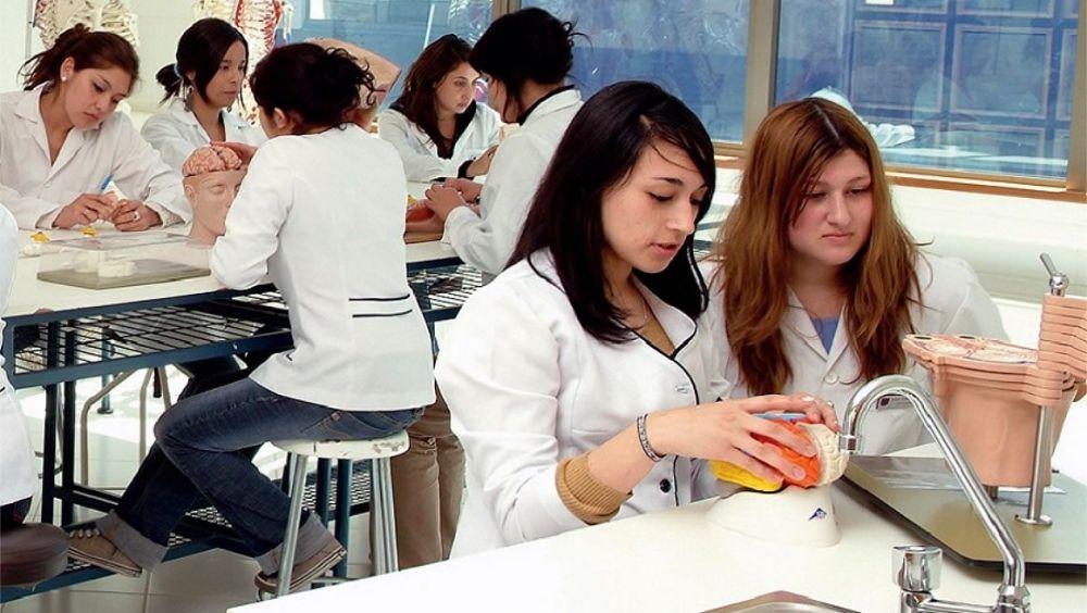 El nuevo curso en Medicina arranca sin los cambios que exigen los estudiantes