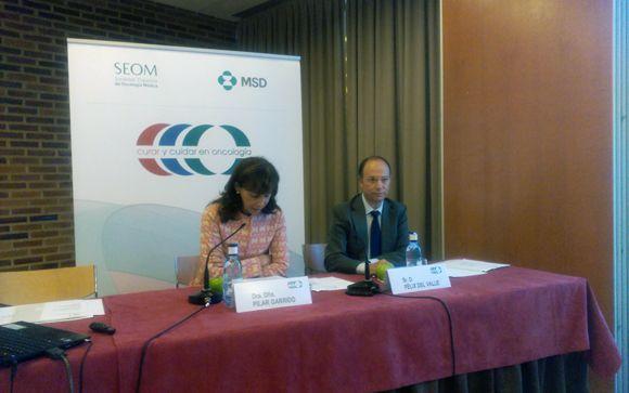Pilar Garrido, presidenta de Seom y Félix del Valle, director de MSD Oncología en España y Portugal, durante las jornadas celebradas en Segovia.