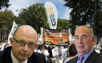 Cristóbal Montoro (izquierda), ministro de Hacienda, y Francisco Miralles (derecha), secretario general de la Confederación Estatal de Sindicatos Médicos.