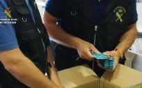 Agentes de la Guardia Civil intervienen medicamentos ilegales en una imagen de archivo