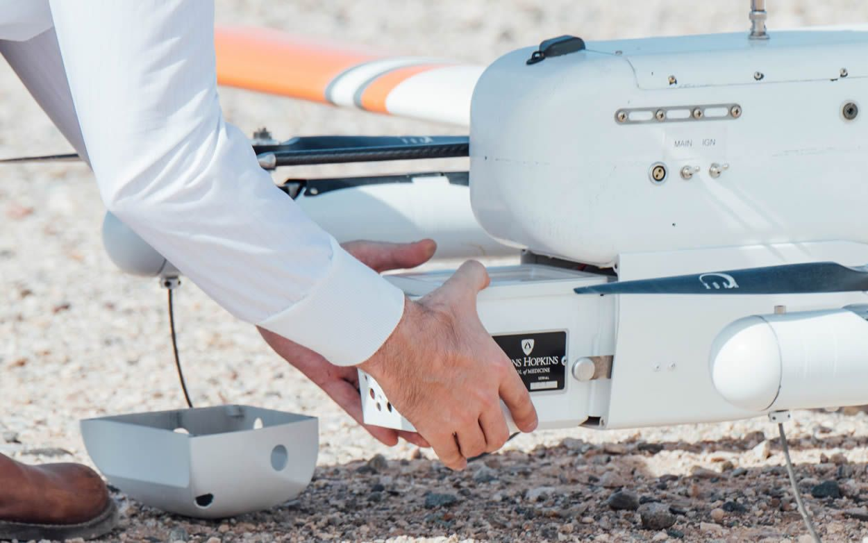 Dron muestra sangre