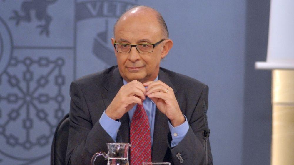 El ministro de Hacienda, Cristóbal Montoro, se comprometió a finales de mayo a cambiar el reglamento del IRPF para que la formación médica no tribute