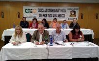 Miembros de los sindicatos gallegos CESM y O'mega.
