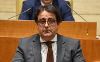 José María Vergeles ha comparecido este jueves en la Asamblea de Extremadura para presentar el Plan Integral contra el Cáncer 2017-2021.