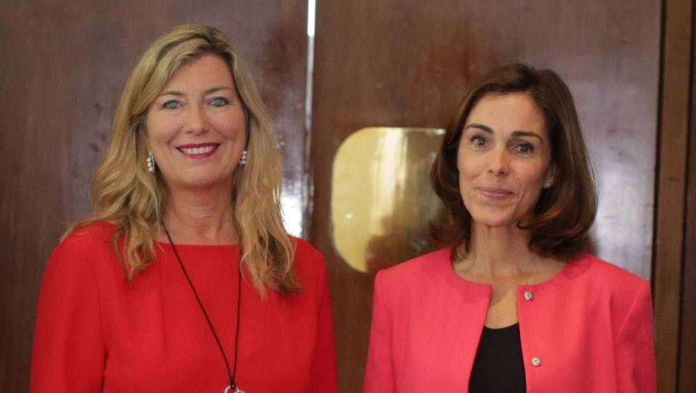 La consejera de Salud de Baleares, Patricia Gómez, y la directora general de Otsuka España y Portugal, Concha Caudevilla.