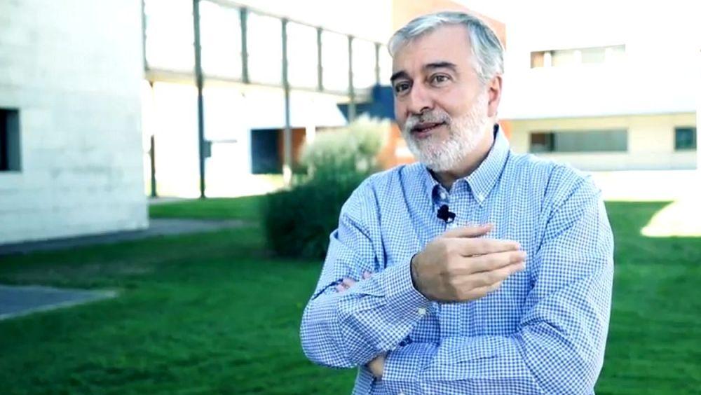 Ángel Gil de Miguel, profesor de la URJC y vocal de la Asociación Microbiología y Salud (AMYS)