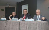 El director del Servicio Canario de la Salud, Conrado Domínguez, en el centro de la imagen