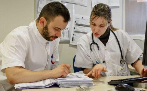 Cuatro de cada 10 facultativos en hospitales se dedican a la Medicina Interna