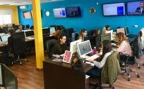 Equipo de trabajo del Grupo Mediroum en las nuevas instalaciones