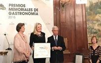 La investigadora Dolores Corella durante la entrega del premio.