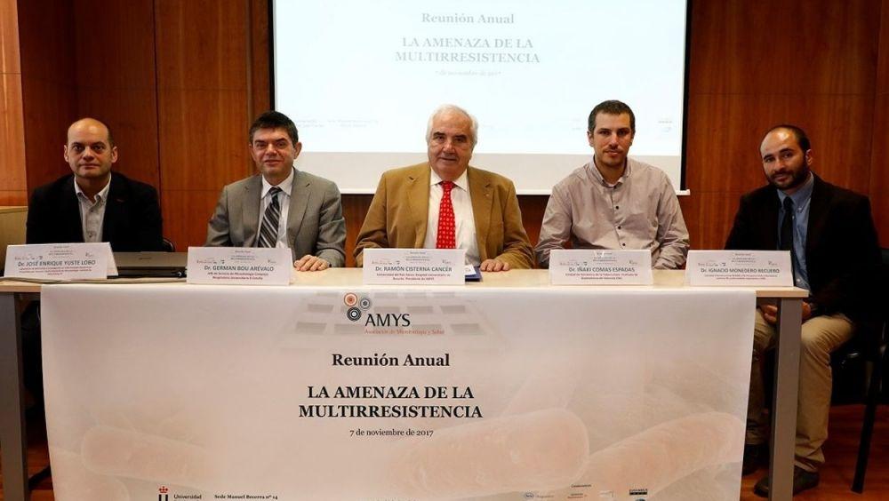 De izq. a der.: los doctores José Enrique Yuste, Germán Bou, Ramón Cisterna, Iñaki Comas e Ignacio Monedero.