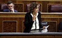 La ministra de Sanidad, Dolors Montserrat, interviniendo en el Congreso de los Diputados.
