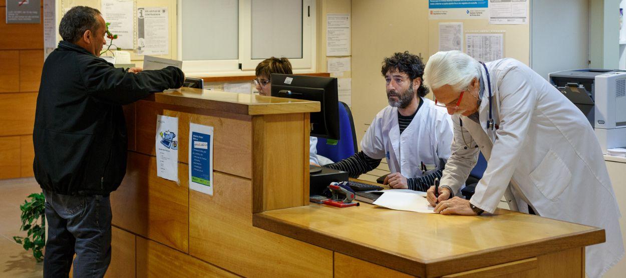 El salario medio mensual en Sanidad fue de 2.142 euros en 2016
