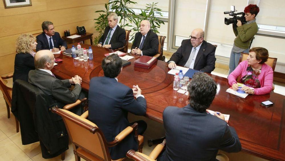El Consejo de Gobierno de Cantabria, durante la reunión que ha aprobado el proyecto de presupuestos para 2018.