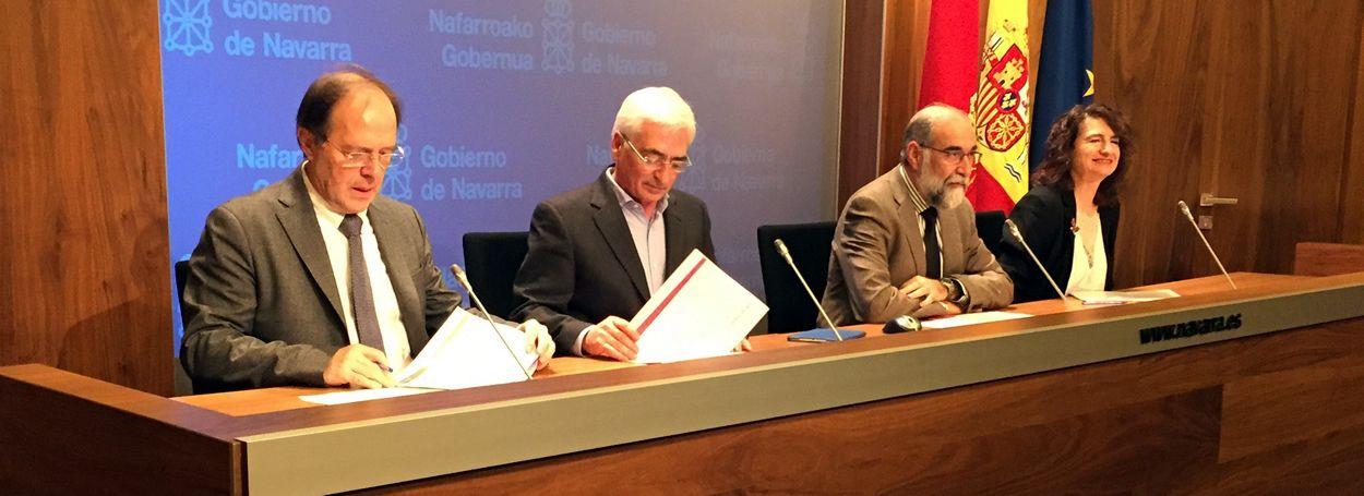 Parte del equipo del Departamento de Salud de Navarra, con el consejero Fernando Domínguez entre ellos.