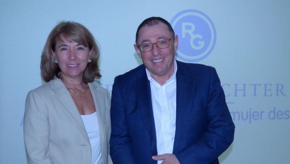 La doctora María Jesús Cancelo y el doctor Santiago Palacios durante la presentación de Lenzetto (Gedeon Richter) este miércoles en Madrid