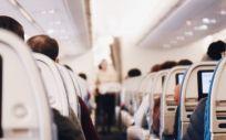 Los médicos piden inmunidad legal para asistir emergencias de forma voluntaria durante los vuelos