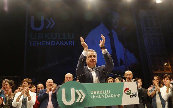 Iñigo Urkullu, candidato a lehendakari por el PNV, tras conocer los resultados electorales.