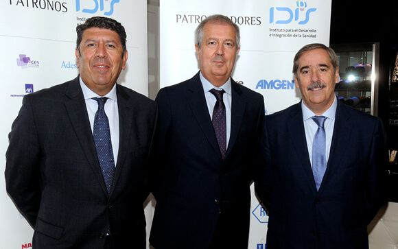 Manuel Vilches (izquierda), director general de IDIS; Luis Mayero (centro), secretario general de IDIS y Fernando Mugarza, director de Desarrollo Corporativo y Comunicación de IDIS.