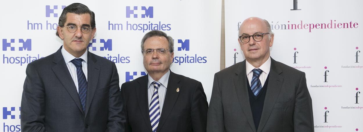De izq. a dcha: Juan Abarca Cidón, presidente de HM Hospitales; Rafael Matesanz Acedos, presidente del Comité Nacional de Trasplantes de España, y Aldo Olcese, presidente de la Fundación Independiente.