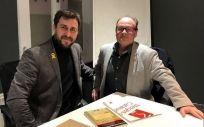 Antoni Comín, exconsejero de Salud de Cataluña, y Jordi Cruz, presidente del sindicato Metges de Catalunya.