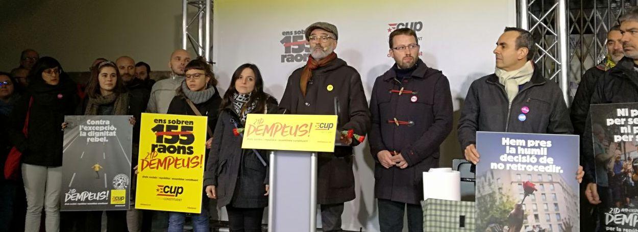 Carles Riera, cabeza de lista de la CUP, en el centro de la imagen.