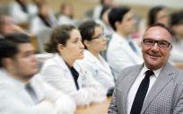 El consejero de Sanidad de Canarias, José Manuel Baltar, carga contra el Ministerio de Sanidad por la tardanza en la acreditación de los nuevos médicos.