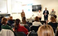 Director provincial de Sanidad Francisco García, y los presidentes del COF, y de FEFCAM, presentando el curso contra violencia de género