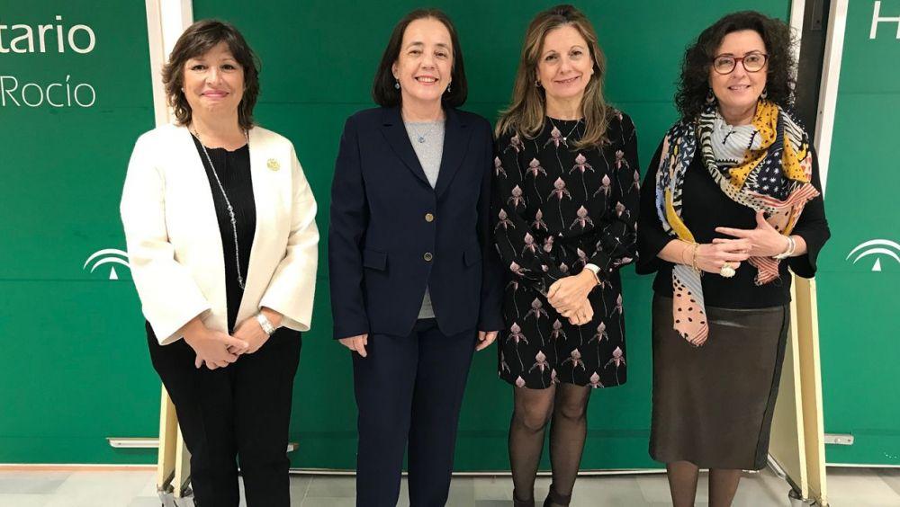 La consejera de Salud de Andalucía, Marina Álvarez, junto a sus acompañantes en la presentación de la nueva Estrategia de Políticas de Formación.