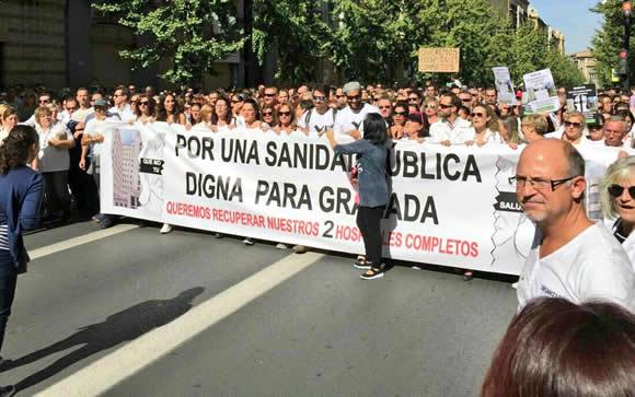 Los trabajadores apoyan la segunda movilización contra la fusión hospitalaria en Granada