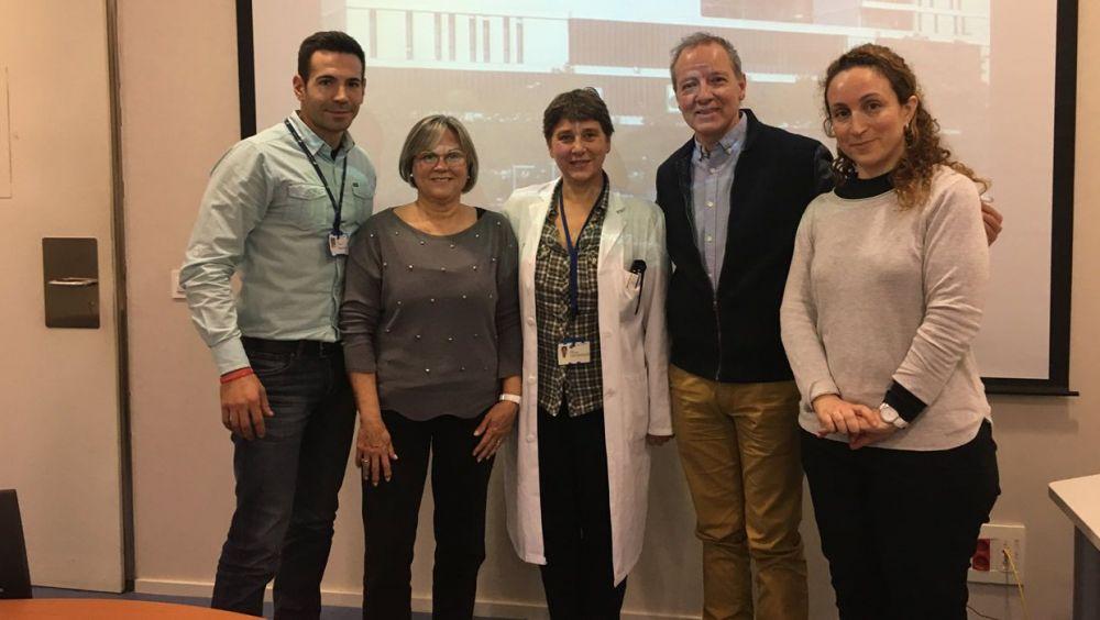Joan Pons, Anna Ripoll, Josefa Rivera, Jordi Cruz y Caterina Aragón en la reunión entre Unitat de Malalties Minoritàries Parc Taulí y FEDER.