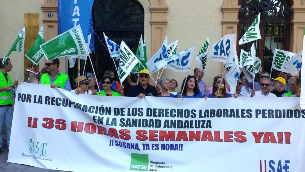Médicos andaluces manifestándose meses atrás por la recuperación de las 35 horas semanales.