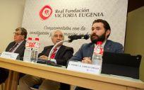 Daniel Aníbal García Diego (primero por la derecha), presidente de Fedhemo durante un acto por la investigación contra la hemofilia