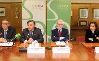 Luis González (2º izq.) ha ofrecido este jueves una valoración del Anteproyecto de Ley de Farmacia de la Comunidad de Madrid