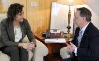 Dolors Montserrat, ministra de Sanidad, junto a Juan Vivas, presidente de la ciudad autónoma de Ceuta.