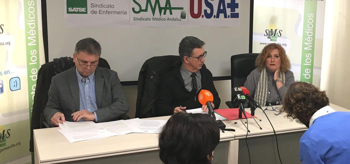 Representantes de SMA, USAE y Satse Andalucía anunciando las medidas que pondrán en marcha.